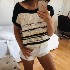WHITE AND NAVY BLUE KNIT TSHIRT SMALL